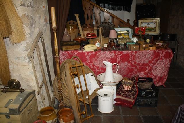 Abre sus puertas la iv feria de antig edades y coleccionismo de valdepe as - Muebles valdepenas ...
