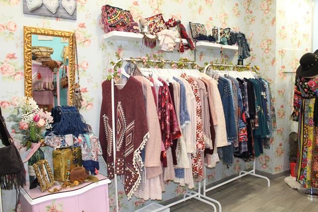 628c9b716b46 Tu mejor complemento de esta Navidad será Sweet Lolita. Y es que en este  nuevo establecimiento que abrió sus puertas hace unas semanas en la calle  Escuela ...